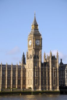 Free Big Ben Above River Thames Royalty Free Stock Images - 30266719