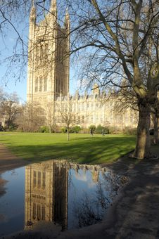 Free Victoria Tower Reflected In Puddle Royalty Free Stock Photos - 30288208