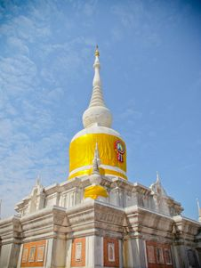 Free Thai White Pagoda  &x28;wat Pra That Nadoon&x29; Royalty Free Stock Photography - 30295207