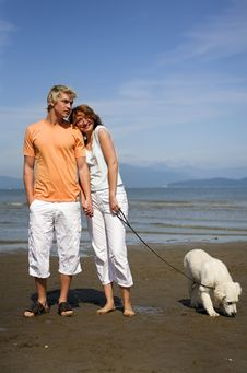 Free Young Couple On The Beach Royalty Free Stock Images - 3034469