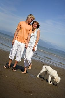 Free Young Couple On The Beach Stock Images - 3034484