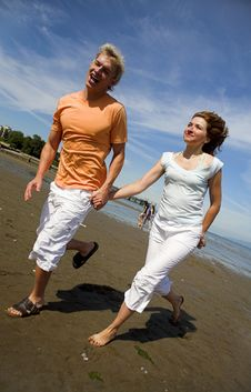 Free Young Couple On The Beach Royalty Free Stock Photo - 3034545