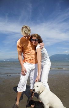 Free Young Couple On The Beach Royalty Free Stock Images - 3034569