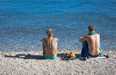 Free Couple Sit On The Beach Royalty Free Stock Photos - 3035678