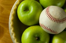Free Apple Pie And Baseball Royalty Free Stock Photography - 3038927