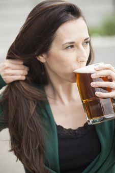 Free Beautiful Young Woman Holding Mug Of Beer Stock Photography - 30302912