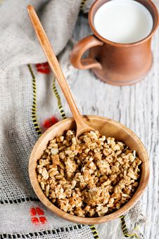 Free Muesli In Wooden Plate And Milk Stock Photo - 30302970