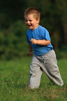 Free Little Boy Running Royalty Free Stock Photos - 30315108