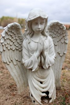 Free Old Stone Prayerful Angel At Graveside Stock Photos - 30337583