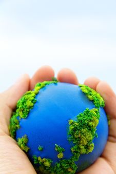 Free Earth In Hands Royalty Free Stock Images - 30348689