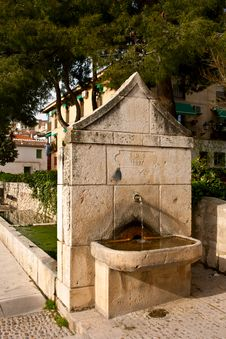 Free Old Water Fountain Royalty Free Stock Photo - 30367625