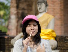 Free Beautiful Young Girl And Buddha At Wat Yai Chai Mongkol Temple Stock Images - 30385604