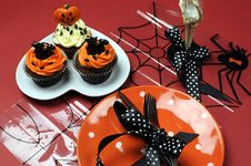 Free Halloween Cupcakes With Orange Pla Stock Photography - 30399692