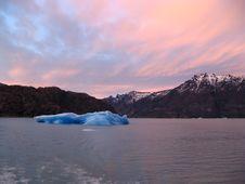 Free Floating Iceberg Royalty Free Stock Photo - 3041395
