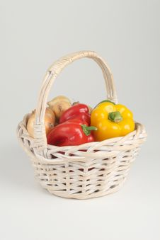 Free Basket With Fresh Peppers Royalty Free Stock Photography - 3041627