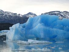 Free Giant Floating Iceberg Royalty Free Stock Photo - 3041675