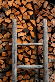 Free Firewood And Ladder Royalty Free Stock Photography - 3041697