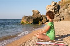 Free Yoga Practise On The Beach Royalty Free Stock Images - 3048139