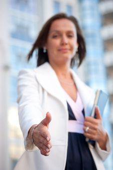 Free Businesswoman Ready For Handshake Royalty Free Stock Photography - 30413327
