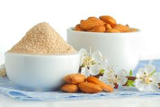 Free Almond Flour And Nuts Stock Photography - 30445612