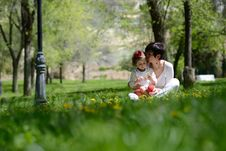 Free Mother And Little Girl Playing In The Park Royalty Free Stock Photography - 30458027