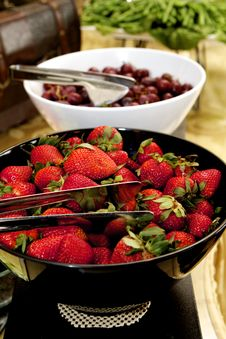 Free Help Yourself To Strawberries Stock Photo - 30459140