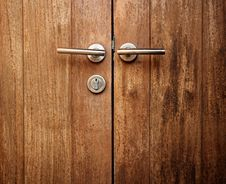 Free Double Wooden Door Handles Royalty Free Stock Photography - 30464537