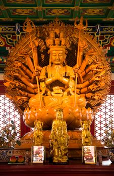 Free Kuan Yin With 1000 Hands Royalty Free Stock Photo - 30497155