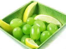 Free Grapes Fruit In Green Bowl Royalty Free Stock Images - 3055099