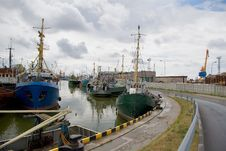 Free Small Fishing Port Royalty Free Stock Photography - 3055177