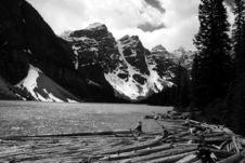 Free Moraine Lake Royalty Free Stock Images - 3057589