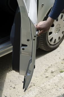 Free Hand Opens A Car Door Stock Image - 30501201