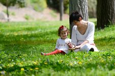 Free Mother And Little Girl Playing In The Park Royalty Free Stock Images - 30515729