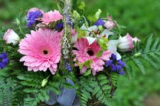 Free Basket With Flowers Royalty Free Stock Images - 30524619