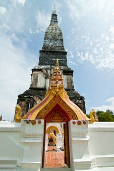 Free Old Pagoda In Buddhism Royalty Free Stock Images - 30549179
