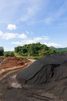 Free Coal Stock Pile Stock Photography - 30569252