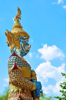 Free Giant Statue In Front Of Temple Stock Images - 30574334