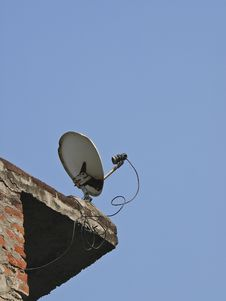 Free Satellite Dish Royalty Free Stock Photos - 30580268