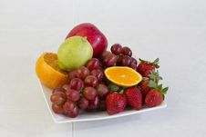 Free Fruits On Dish Display On The Kitchen Table Royalty Free Stock Photography - 30592867