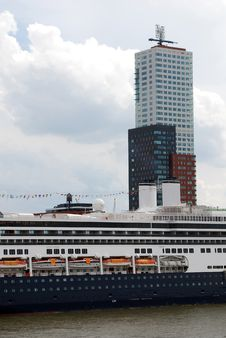 Free Cruiseship In Rotterdam Royalty Free Stock Images - 3064019