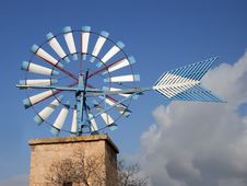Free White And Blue Windmill Royalty Free Stock Photography - 3064577