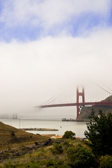 Free Golden Gate Bridge And Fog Royalty Free Stock Photography - 3066207