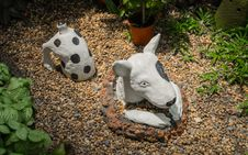 Free Plaster Dog In The Garden Stock Images - 30601394
