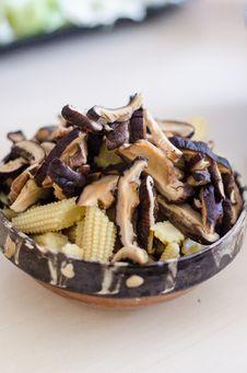 Free Shiitake Mushrooms Royalty Free Stock Images - 30613179