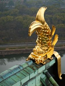 Free Golden Fish On The Roof Of Osaka Castle Royalty Free Stock Photos - 30626788