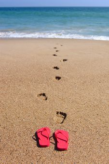 Free Sandles And Foot Steps In The Sand Royalty Free Stock Photography - 30639547