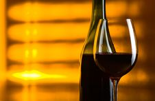 Free Bottle And Glass With Red Wine Royalty Free Stock Photography - 30665107