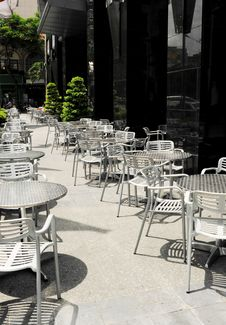 Free Empty Tables And Chairs Royalty Free Stock Images - 30675159