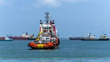 Free Anchor Handling Vessel Near Singapore Royalty Free Stock Photo - 30675335