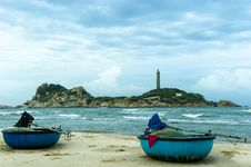 Free Coracles On The Beach With The Lightjouse Of Ke Ga At Background Royalty Free Stock Photography - 30676347